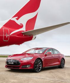 Qanats Boeing 737 against a Tesla Model S