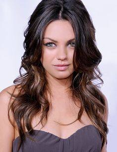 Mila Kunis ~ great hair, color and style Highlights For Dark Brown Hair, Hair Color Highlights, Brown Hair Colors, Dark Hair, Hair Colour, Auburn Highlights, Ombré Hair, New Hair, Mila Kunis Hair