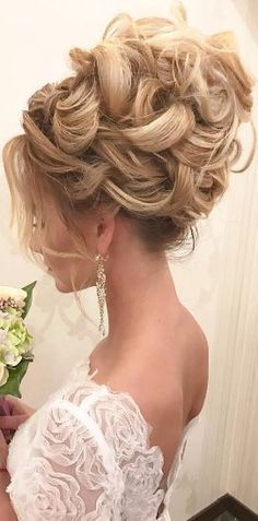 Featured Hairstyle: Websalon Wedding, Anna Komarova; www.websalon.su; Wedding hairstyle idea. #weddinghairstyles #weddinghairaccessories