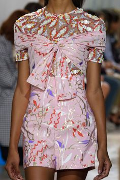 Peter Pilotto Spring 2017 source:TheImpression.com Photo/Imaxtree