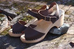 Skåne Toffeln high heel brown sandals