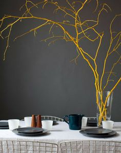 Thanksgiving Centerpieces: Four Fresh Ideas - Brightly painted branches make an unusual centre piece! Tree Branch Centerpieces, Simple Centerpieces, Thanksgiving Centerpieces, Thanksgiving Table, Party Decoration, Table Decorations, Painted Branches, Tree Branches, Diy Inspiration