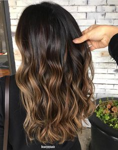 Dark chocolate caramel cluster By Hanin Ali Ombre Hair Color For Brunettes, Blonde Ombre Hair, Best Ombre Hair, Brown Ombre Hair, Baylage On Dark Hair, Brunette Ombre, Wavy Hair, Chocolate Ombre Hair, Balayage Hair Caramel