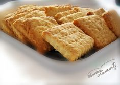 Biscutii petit-beurre cred ca plac oricui. Gandindu-ma ca ar fi util sa incerc sa fac biscutii petit beurre in casa, am incercat reteta de mai jos, inspirata de pe... Sweets Recipes, Baby Food Recipes, Banoffee, Biscotti, Allrecipes, Apple Pie, Fondant, Waffles, Caramel