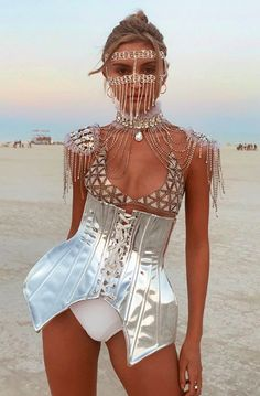 How the fashion set came dressed to impress at Burning Man 2018 Burning Man Girls, Burning Man Art, Burning Man Fashion, Burning Man Outfits, Next Clothes, Fashion Colours, Fashion Images, Fashion 2018, Women's Fashion