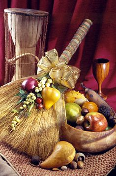 During Kwanzaa, fruits are often placed in a basket on the table to symbolize a prosperous harvest. Spread the bounty throughout your home with this quick project.