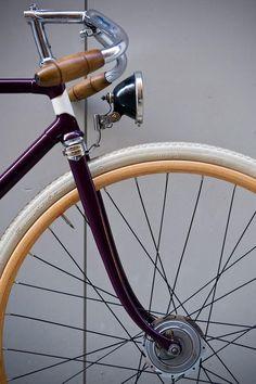 La libertad de andar las calles con estilo, detenerse en cualquier parte y divisar el panorama / The freedom of biking the streets with style, then stop anywhere and check the view