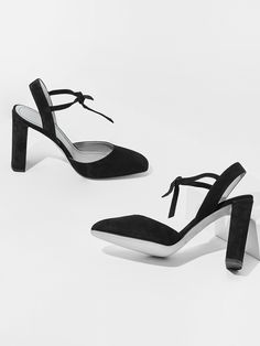 aeyde collection n02 GIANA - squared 9 cm slingback pump in soft Italian suede leather in classic black. This graceful pump offers a welcome breeze of understated sex appeal.