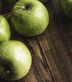 Today is International Eat An Apple Day! Most fruit is nutritious but apples have a great calorie/nutrition ratio and theyre a healthy addition to anyones diet Apple Snacks, Apple Fruit, Apple Pie, Fresh Apple Cake, Fresh Apples, Healthy Soup Recipes, Apple Recipes, Healthy Foods, Healthy Eats