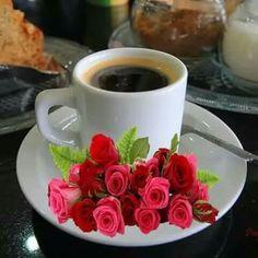 "Amiga "" Feliz cumpleaños. Coffee Gif, Coffee Images, Coffee Break, My Coffee, Coffee Drinks, Coffee Cups, Sunday Coffee, Good Morning Coffee, Community Coffee"