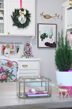 Peppermint Moss Canvas via I Heart Organizing