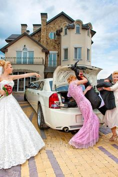 Hilarious Wedding Photos ❤ See more: http://www.weddingforward.com/hilarious-wedding-photos/ #weddings