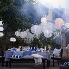 With warm weather comes outdoor entertaining! Check out IKEA ideas on hosting alfresco, refreshing your home and enjoying the great outdoors. Ikea Outdoor, Outdoor Life, Outdoor Dining, Outdoor Decor, Outdoor Furniture, Bistro Design, Plein Air Ikea, Solar Powered Led Lights, Solar Lights