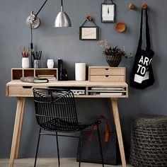 Skrivebord med rum i egetræ fra Hübsch