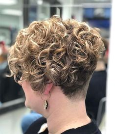 Curly Blonde Pomp - Short Curly Hair Styles For Women Short Permed Hair, Grey Curly Hair, How To Curl Short Hair, Short Curls, Curly Hair Styles, Short Hair Perm Styles, Curly Blonde, Curly Girl, Gray Hair