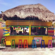 Inspiration for the beach bar in the backdrop of the 'tropical turtle+parrot' image? Pool Bar, Bars Tiki, Cocktails Bar, Outside Bars, Beach Cafe, Tulum Mexico, Beach Shack, Cozumel, Beach Themes