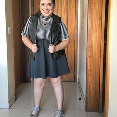 Foto esquisita mas o look ta merecendo! O clima feriado segue por aqui: saia de moleton, camiseta listrada, colete de couro e oxford prateado/tratorado! Que tal? #relax #findi #feriado #holiday #weekend #fashion #moda #ootd #lookdodia #lookdadaphne #outfitoftheday #fashionblogger #blogger #blogueirademoda #blogueira #oxford #saia #skirt #colete #vest #tshirt #camiseta #necklace #colar #lifeasdaphne