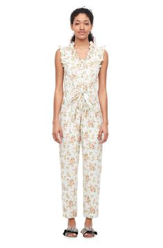 Our antique-inspired garden print accentuates the femininity of the La Vie Madeleine Floral Poplin Jumpsuit. Chic Dress, Rebecca Taylor, Jumpsuit Dress, Special Occasion Dresses, Poplin, Casual Dresses, Dressing, Feminine, Rompers