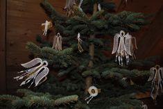 paličkovaný anděl - Hledat Googlem Bobbin Lace, Clock, Decor, Watch, Bobbin Lacemaking, Decoration, Clocks, Decorating, Deco