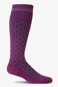 66269ea48c Triple zone graduated compression increases circulation to prevent fatigue  and swelling in ankle, feet, and calves.