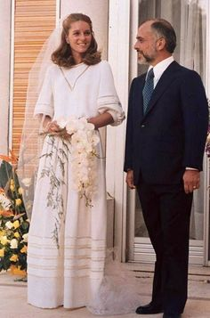 """JORDAN'S KING HUSSEIN BIN TALAL weds American, LISA NAJEEB HALEBI; June 15, 1978.  ~  It was the fourth and last marriage of the King of Jordan. The ceremony took place in accordance with Muslim tradition and was surprisingly modest.  CNN described the wedding as the most """"modest royal wedding ceremony"""" of all time."""