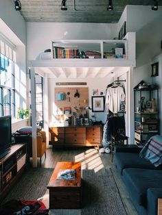 A Small Boston Studio Apartment Has One of the Best DIY Bedroom Lofts Ever – apartment.club A Small Boston Studio Apartment Has One of the Best DIY Bedroom Lofts Ever Small Apartments, Small Spaces, Small Apartment Bedrooms, Apartment Space Saving, Space Saving Bedroom, Bright Apartment, Loft Spaces, Apartment Living, Living Rooms