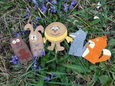 Pohádka O KOBLÍŽKOVI Sada -POHÁDKA O KOBLÍŽKOVI- se skládá z prsťáčků: medvěda, zajíce, vlka, lišky a koblížka. Aby divadýlko bylo pěkně pohromadě a nepoztrácelo se jsou loutky uloženy v kapsičce z režné látky. Kapsa je velká 18x13,5 cm se dvěma knoflíky. Fairytale, Crafts For Kids, Christmas Ornaments, Holiday Decor, Day Care, Healthy Food, Fairy Tail, Crafts For Children, Fairytail