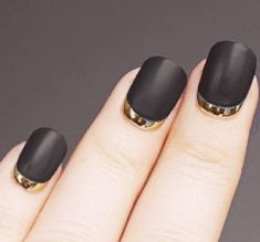 Black nail polish has always been very elegant. But if you make it a black matte nail polish and then a metallic gold crescent moon nail? You can walk the red carpet now. Sky Blue Nails, Black Gold Nails, Silver Nail Polish, Orange Nail Polish, Hot Pink Nails, Gold Nail Art, Matte Nail Polish, Black Gold Jewelry, Green Nails