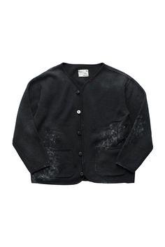 Porter Classic - HAND WORK ARTIST CARDIGAN - BLACK ポータークラシック《ハンドワークアーティストカーディガン》ブラック 「画家の一着」 『色彩はそれ自体が何かを表現している』Vincent van Gogh。 ウール37% × コットン63%のオリジナルスウェットは、コットン100%にはない保温性、快適性に優れた生地。ポケットにしまって付着した筆の絵の具。キャンバスに当たった袖口。ほつれた箇所を直し大切に着続けられた一着をお針子がハンドペイントで表現したカーディガン。画家は作業着さえも美しい。 Porter Classic, Coats, Jackets, Fashion, Down Jackets, Moda, Wraps, Fashion Styles, Coat