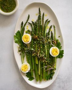 Spring dish and cost effective recipe Parsley Pesto, Pesto Sauce, Roasting Pan, Spring Recipes, Serving Platters, Cooking Time, Gluten Free Recipes, Asparagus, A Food