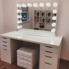 DIY Make-up Tisch Ikea Vanity Mirrors 40 Ideen für 2019 – … - JudeBuxom. Ikea Table Tops, Make Up Tisch, Rangement Makeup, Ikea Alex Drawers, Vanity Room, Vanity Mirrors, Diy Vanity Mirror With Lights, Lighted Mirror, Vanity Tables