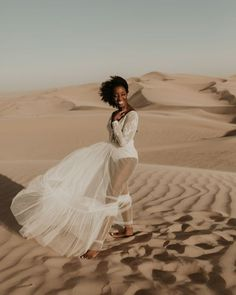 Desert Sand Dune Wedding Inspiration with Natural Hair Ideas for Black Brides – Tor Hawley – The LAW Bridal 26 Go natural on your wedding day! Here's the inspiration you need! #bridalmusings #bmloves #wedding #weddinginspo #weddinginpiration #naturalhair #natural #curls #curly #naturalcurls #weddingdress #bridalgown #inspiration