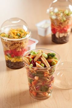 Make an anti pasta cup This fresh and light side salad features Barilla® Whole Grain Penne tossed with a savory dressing and is courtesy of the US Cranberry Marketing Committee. Fresh broccoli, carrots and sweet tart USD… Healthy Snacks, Healthy Eating, Healthy Recipes, Food Business Ideas, Bistro Food, Cafe Food, Food Packaging, Penne, Clean Recipes