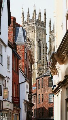 York is a far too good a city simply to pass through: ensure you make the most of it by taking our 'Two Vales' route. www.bradtguides.com