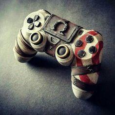 Custom God of War PlayStation controller. Kratos God Of War, Video Game Rooms, Video Game Art, Control Ps4, King's Quest, God Of War Game, Ps Wallpaper, War Tattoo, Mundo Dos Games