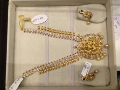 Necklace India Jewelry, Gold Jewellery, Fashion Necklace, Fashion Jewelry, Short Necklace, Gold Fashion, Jewelry Patterns, Range Rover, Necklace Designs
