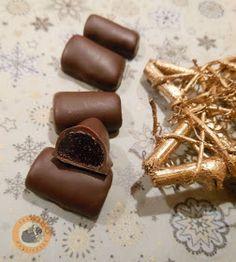 Handmade Christmas Candy with raspberry jelly inside Christmas Candy, Christmas Treats, Christmas Cookies, Handmade Christmas, Hungarian Recipes, English Food, Paleo, Homemade Chocolate, Dessert Recipes