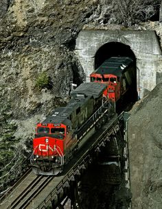 https://flic.kr/p/MxCHUA | Boothroyd BC Saturday April 4th 2009 1121PDT | Train 411 exits a tunnel and crosses Ainslie River just east of Boston Bar in the Fraser Canyon