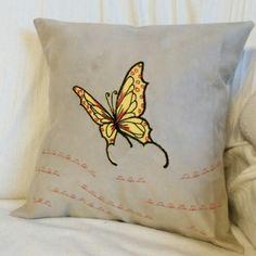 Kissen mit Schmetterling Throw Pillows, Tote Bag, Bags, Applique Pillows, Kunst, Handbags, Toss Pillows, Cushions, Decorative Pillows