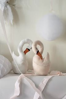 tamar mogendorff - gosh these make me miss the beautiful creations Stephanie used to make at little birds handmade! Beautiful swans!