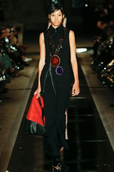 Givenchy Spring 2017 Ready-to-Wear Fashion Show - Lineisy Montero (Next)