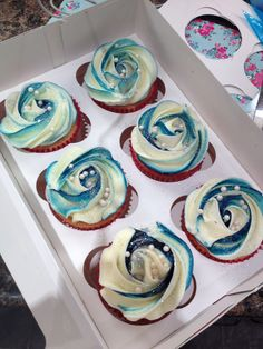 Last minute cupcakes are usually the best! I love the blue on these!