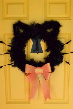 DIY black cat wreath