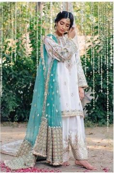 some great Mehndi Dresses Zara Shahjahan Gota Kinari Collection is here. These are inspiring and according latest fashion. In these dresses you may look perfect with some great designs. Pakistani Wedding Outfits, Pakistani Dresses, Indian Dresses, Indian Outfits, Pakistani Clothing, Pakistani Mehndi Dress, Shadi Dresses, Eid Dresses, Wedding Hijab