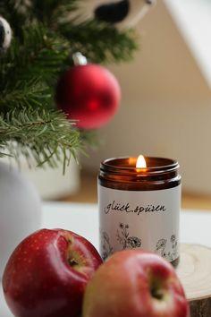 Handgefertigte Kerzen aus Biobienenwachs. Hergestellt in Österreich. Ein natürlicher Duft der jedes Zuhause gemütlich macht. Ein schönes Gastgeschenk oder Weihnachtsgeschenk. Handmade candles from organic beeswax. Made in Austria. A natural scent that makes every home cosy. A nice guest gift or Christmas present. #hyggehome #christmas #hyggezuhause #weihnachten #weihnachtsgeschenk Candle Jars, Candles, Hygge, Thanksgiving, Gift, Handmade Candles, Dekoration, Gifts For Women, Guest Gifts