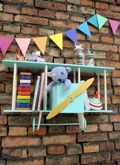 Wandregal Doppeldecker-Flugzeug mit viel Platz für Bücher und Spielsachen // spacious biplane, double decker shelf via DaWanda.com
