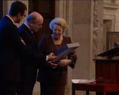 Leonard Nolens ontvangt Prijs der Nederlandse Letteren. Het Comité van Ministers van de Nederlandse Taalunie kent de Prijs der Nederlandse Letteren om de drie jaar toe aan een auteur wiens werk een belangrijke plaats inneemt in de Nederlandstalige literatuur