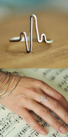 Heartbeat Ring – EKG Heart Beat ring – delicate ring – midi ring – sterling silver, gold filled, rose gold filled - diy jewelry To Sell Ideen Delicate Rings, Unique Rings, Beautiful Rings, Bracelets En Argent Sterling, Sterling Silver Jewelry, Copper Jewelry, Antique Jewelry, Copper Wire, Vintage Jewelry