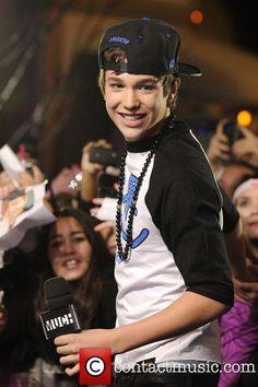 <3Austin's smile is soooooo adorable<3