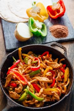 chicken fajitas + 4 other healthy and delicious recipe ideas in this week's summer meal plan. This is a perfect weeknight family dinner recipe   Rainbow Delicious